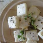Хатта Дхокла (Khatta Dhokla) - традиционный индийский снэк, сделанный из гороховой муки с добавлением йогурта и пряностей. Подается горячим. Стоимость заготовки 150р