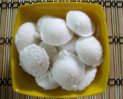 Идли (Idli) - Просто индийские шарики из манной крупы. Подаются вместе с йогуртом или сметаной - для тех кто не любит остроты и хочет попробовать национальный колорит. Стоимость заготовки 100р.